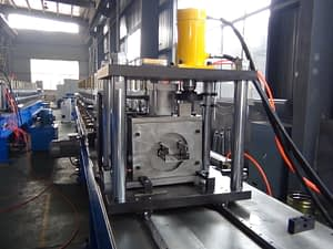 rack roll forming machine cutting device